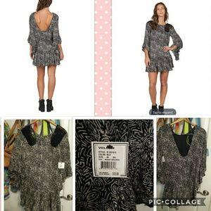 🆕🏷️Volcom black whiskey Mountain dress size Med.